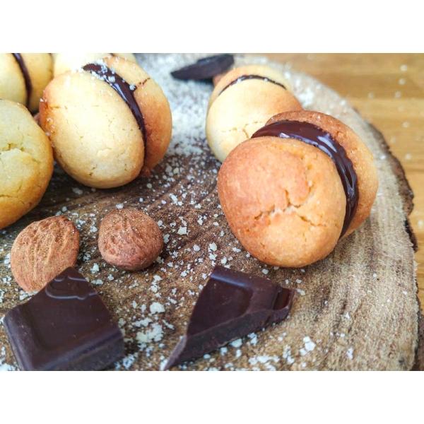 Baci di Dama : bouchées aux amandes et chocolat du Piémont